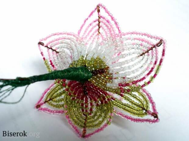 плетем цветок