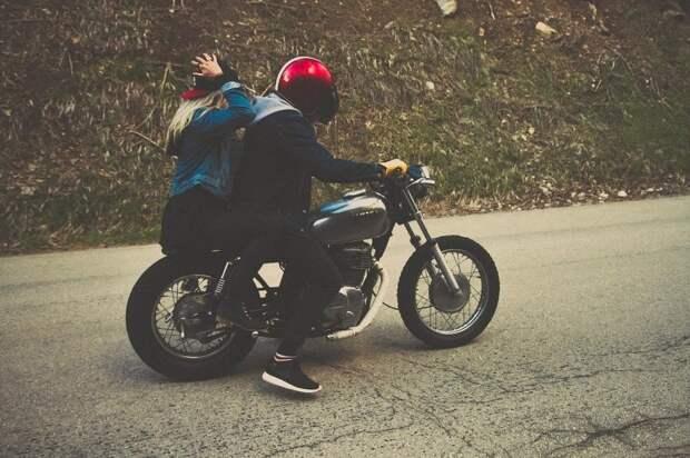 Мотоцикл прилег отдохнуть на Онежской