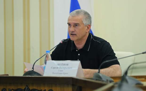 Аксенов призвал к борьбе с негативным контентом после трагедии в Казани