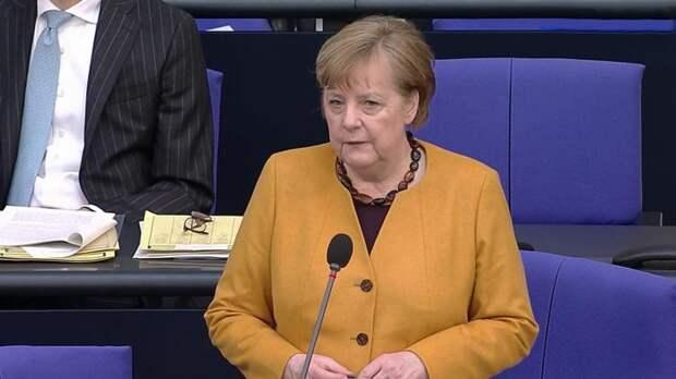 """«Война вакцин» и """"Пасхальный арест"""": Меркель кается и просит у немцев прощения"""