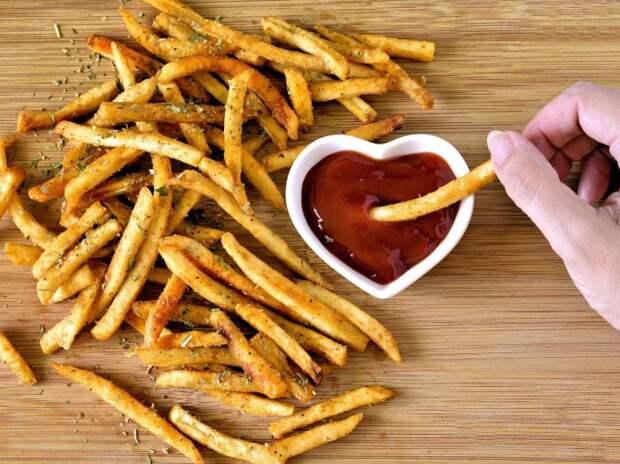 Очень вкусная, хрустящая и ароматная картошка фри. \ Фото: thespruceeats.com.