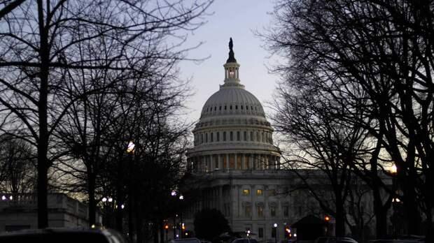 Полиция США перекрыла дороги у здания Конгресса из-за угрозы взрыва