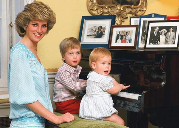 Как члены британской королевской семьи подбирают имена детям