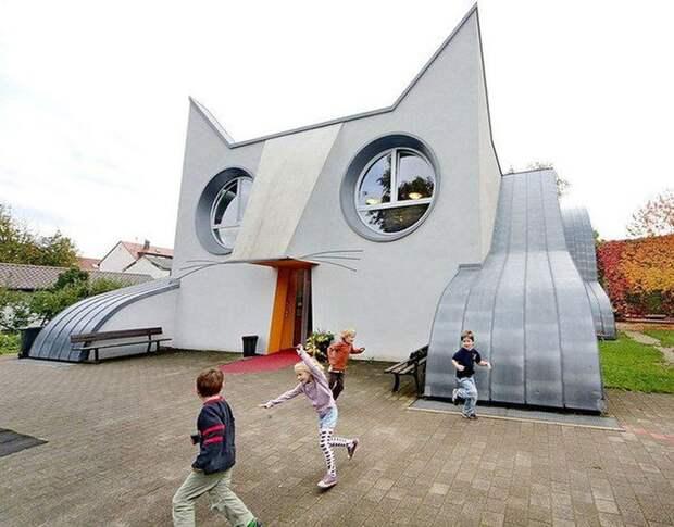Необычная архитектура: здания, напоминающие животных