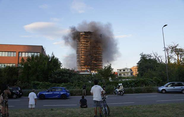 В Милане сгорел высотный дом (видео)