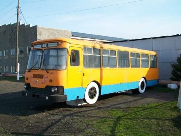 ЛиАЗ-677М 90-е годы, СССР, автобус