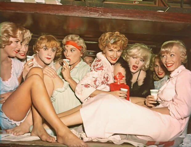 «В джазе только девушки». Фотографии со съёмочной площадки.