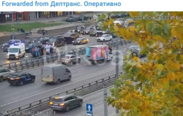 На проспекте Маршала Жукова перевернулся автомобиль