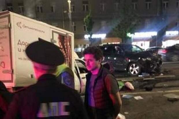 Актер Иван Стебунов попал – свидетель сообщил, что за рулем машины Ефремова был он