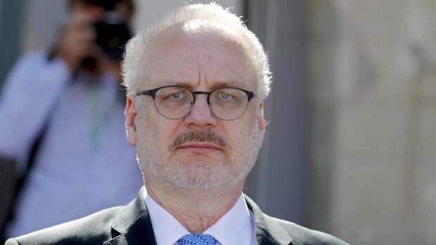 Протаранила охрана: Президент Латвии попал в ДТП
