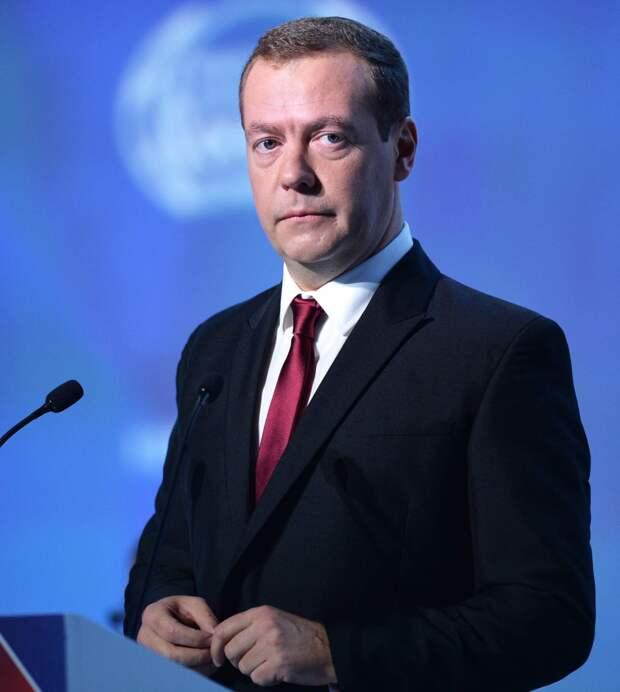 """Медведев призвал """"Единую Россию"""" направить месячную зарплату на помощь гражданам - смотрим, что получилось."""