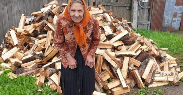 Голодать, чтобы оплатить дрова: как живут бабушки в деревнях