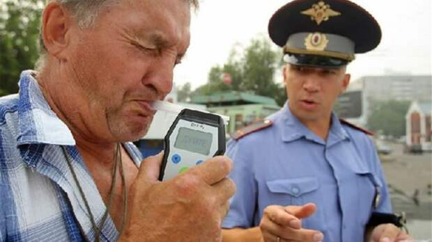 Попробовать обмануть алкотестер: опасные ошибки российских водителей