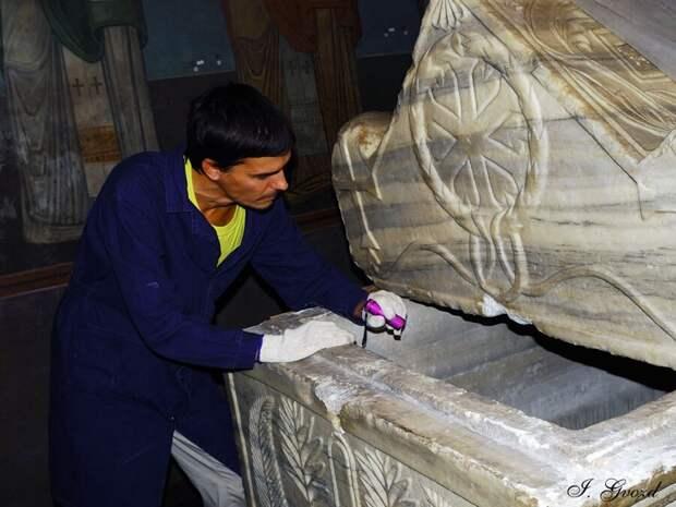 Неожиданные находки: что было обнаружено учеными после вскрытия саркофага Ярослава Мудрого