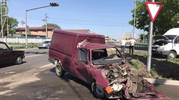 Пассажирский автобус игрузовик столкнулись под Владикавказом, есть пострадавшие