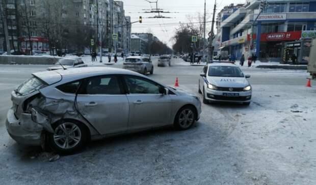 Пострадали женщина идевочка: в Екатеринбурге произошло ДТП с «Газелью»