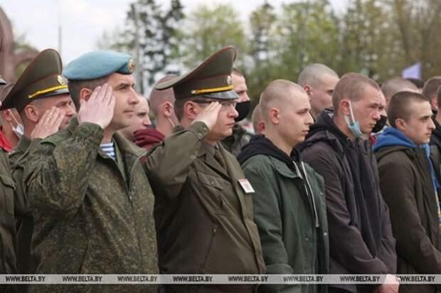 Более 150 ребят из Могилевской области направлены на срочную военную службу в первый день весенней призывной кампании.