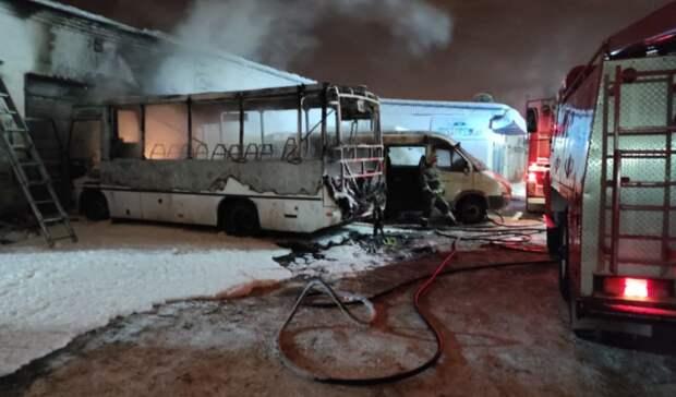 ВНижнем Тагиле сгорели автобус «ПАЗ» и«ГАЗель»