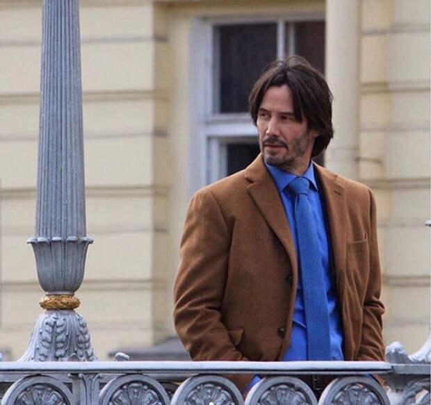 Гуляющий по улицам Киану Ривз всполошил Петербург
