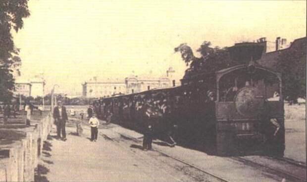"""Одесский паровой трамвай """"Ванька-головатый"""". К сожалению, большую трубу паровоза, из-за которой он получил свое прозвище, можно разглядеть только с трудом"""