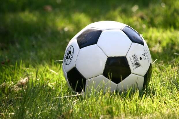 В «Неве» открылась детская футбольная секция