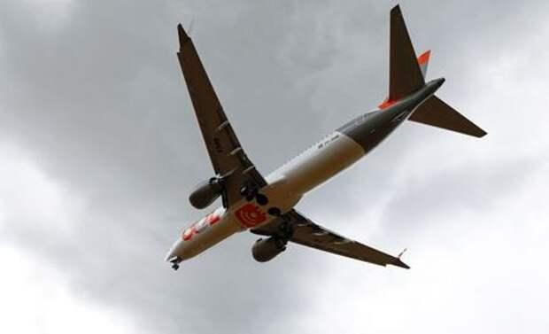 A Boeing 737 Max airplane of Brazilian airlines GOL Linhas Aereas prepares to land at Salgado Filho airport in Porto Alegre, Brazil, December 9, 2020. REUTERS/Diego Vara