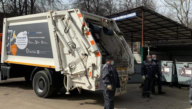 Неизвестные незаконно сбросили мусор у строящейся ЦКАД в Подольске