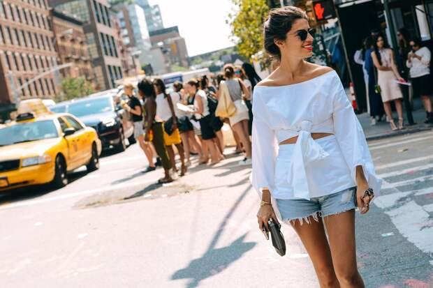 Как носить шорты в городе и не выглядеть вульгарно: 8 правильных сочетаний для взрослых женщин