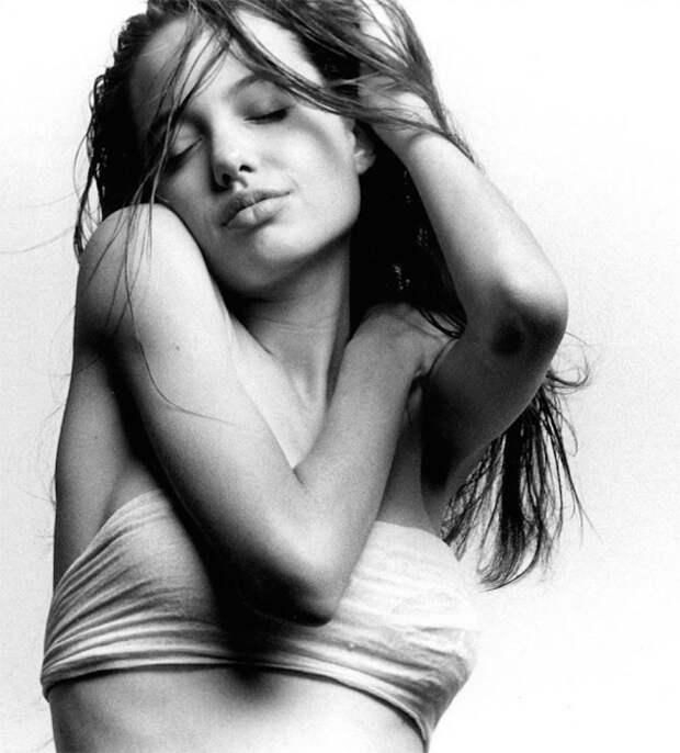 Голливудская актриса, неоднократно возглавлявшая рейтинги самых красивых знаменитостей.