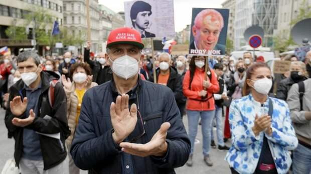 Премьер Чехии поспорил с Земаном о числе версий взрывов во Врбетице