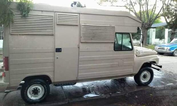 Стоимость такого раритетного автодома составляет 230 тысяч аргентинских песо (344.000 рублей). авто, автомобили, дом на колесах, кемпер, уаз, уаз 469