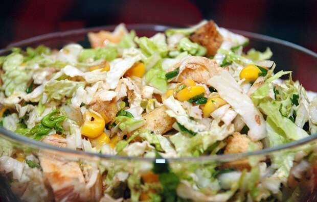 Быстрый и бюджетный салат за 2 минуты