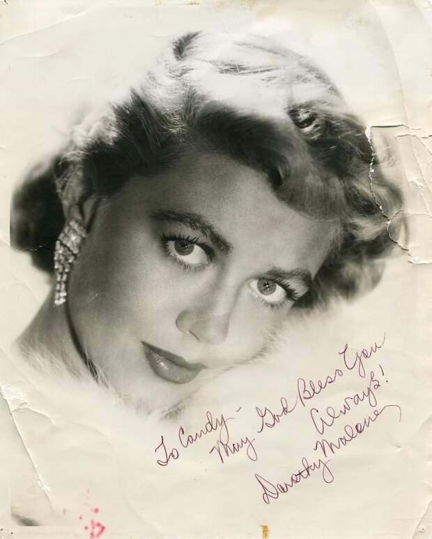 Красотка из Старого Голливуда Дороти Мэлоун