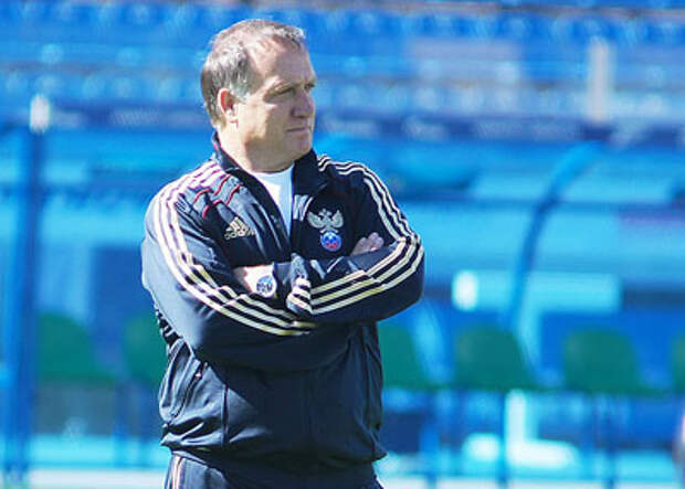 Оказывается, после отставки Черчесова на место главного тренера сборной выстроилась очередь из иностранных специалистов. Есть среди них и те, кто уже ей рулил