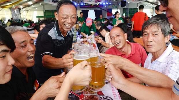 Заходим в магазин, а там толпа китайцев кричит на продавщицу! Листвянка, байкал, китайцы, отдых, ржач, туризм, юмор