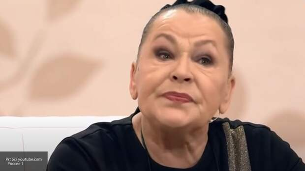 Рязанова призналась, что после смерти сына месяц не жила в своей квартире