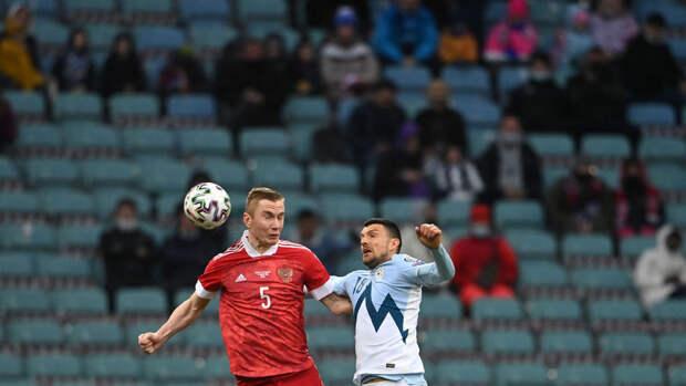 Жена игрока сборной России Семенова резко ответила критикам после ошибки мужа на Евро