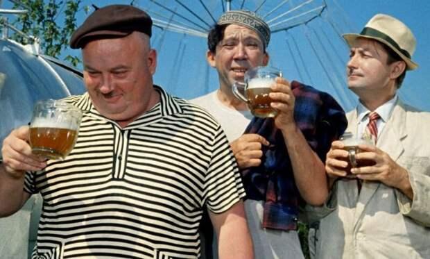"""5. Георгий Вицин был убеждённым трезвенником и единственный раз попробовал пиво на съёмках """"Кавказской пленницы"""" в знаменитой сцене """"Жить, как говорится, хорошо!"""" актёры, кино, театр"""