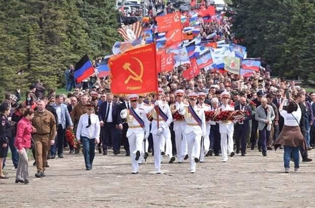 В Донецке проходит парад в честь 76-летия Победы в ВОВ