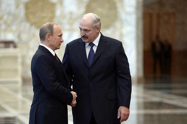 Лукашенко заявил, что его «намертво» загнали в одну команду с Путиным