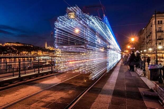 Чудесные светящиеся трамваи в ночном Будапеште