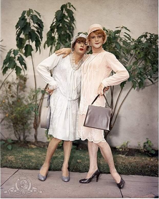 Тони Кёртис и Джек Леммон в промо фотосесии к комедии « В джазе только девушки ».