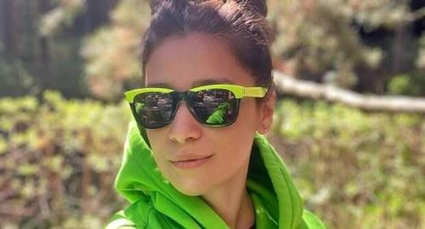 Равшана Куркова показала самые модные солнцезащитные очки этого лета: где найти такие же