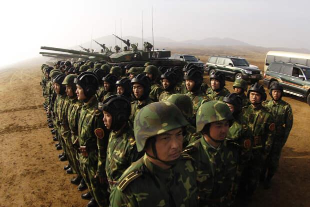 Sohu: китайские солдаты на параде прошли испытание «Катюшей»