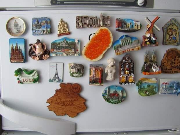 Магниты на холодильнике создают визуальный шум. / Фото: ask.fm