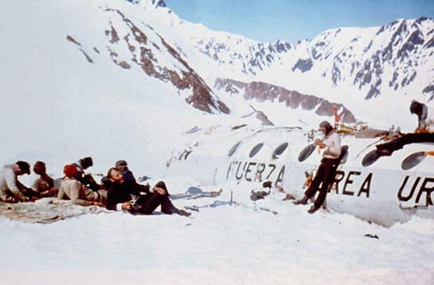 49 лет назад в Андах упал авиалайнер. Драматическая история выживших