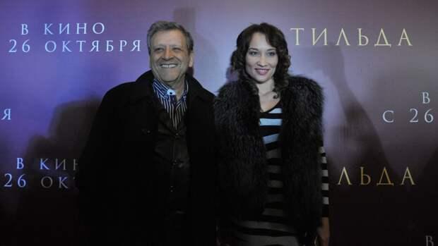 Вдова Грачевского показала могилу режиссера в цветах