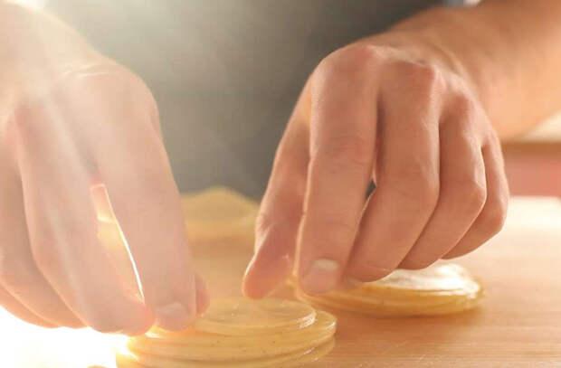 Картошка по-швейцарски: натираем на терке и жарим