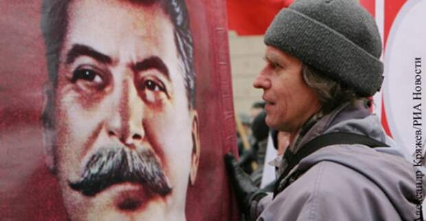 Банкротство либералов привело к возрождению культа Сталина