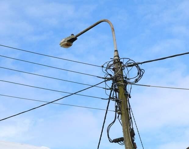 Качающийся фонарь в проезде Досфлота «укротили»